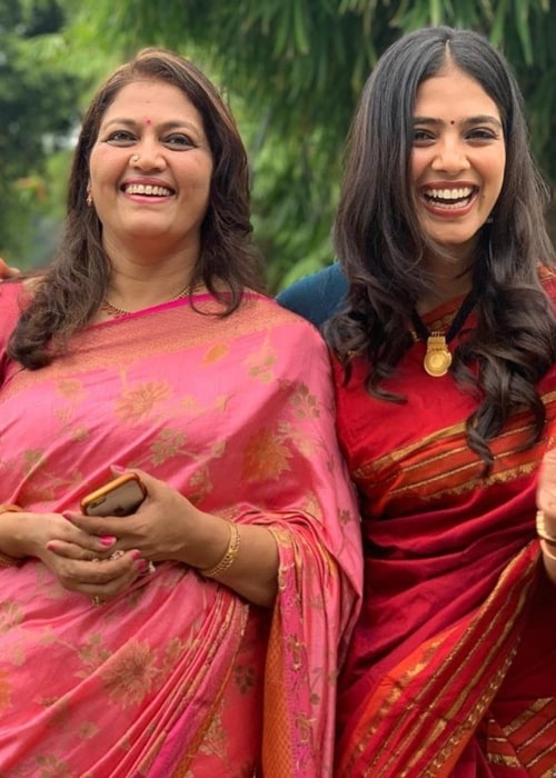 Malavika Mohanan as seen in a picture taken with her mother Beena Mohanan in September 2019