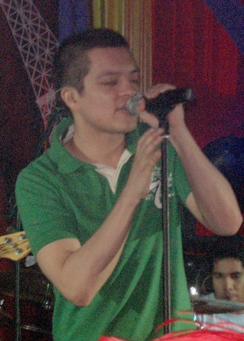 Bamboo Mañalac as seen in a picture taken during a concert on December 3, 2006