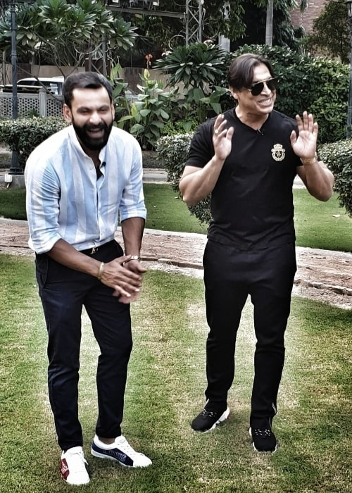 Shoaib Akhtar (Right) as seen in a picture along with Mohammad Hafeez in November 2019