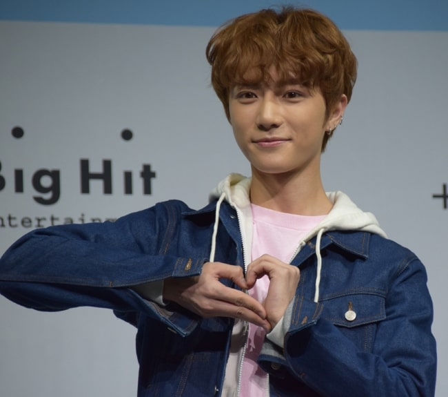 Beomgyu as seen while posing for a picture at Tomorrow X Together's debut showcase in March 2019