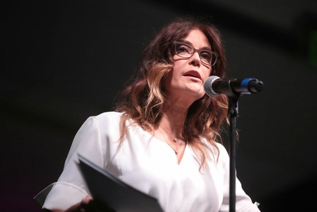 Teri Hatcher speaking with attendees at the 2019 Arizona Ultimate Women's Expo