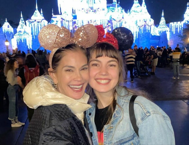 Teri Hatcher (Left) with her daughter as seen in January 2020