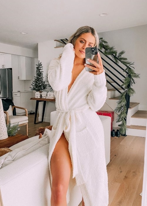 Whitney Simmons as seen while clicking a mirror selfie wearing SKIMS by Kim Kardashian West in December 2019