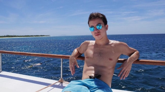 Arjo Atayde as seen while posing for a shirtless picture in May 2016