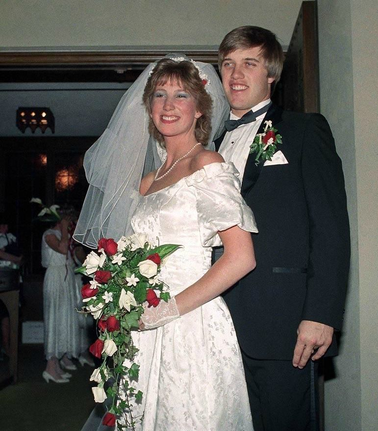 Janet Elway with her ex-husband John Elway in their wedding picture