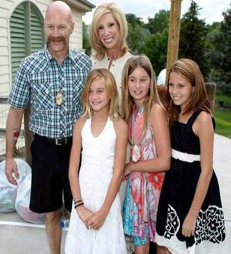 Janet Elway with her present husband and their kids
