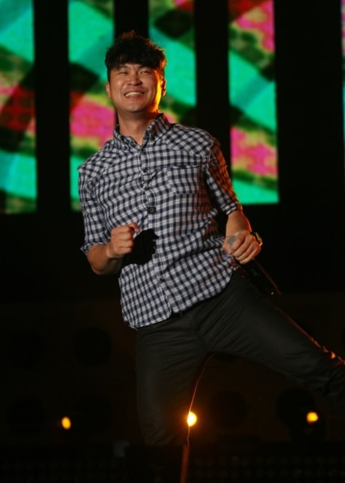 Choiza as seen in a picture taken during a performance of Dynamic Duo on March 9, 2014