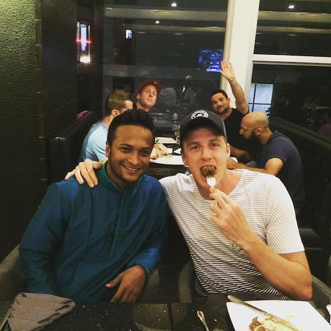 Morne Morkel with Shakib Al-Hasan at his restaurant in July 2015