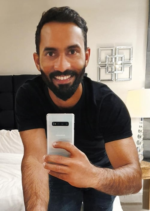 Dinesh Karthik as seen in a selfie taken with a Samsung Galaxy S10 in July 2019