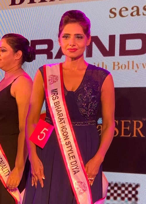 Mausumi Das Chatterjee after winning the Mrs. Bharat Icon STYLE DIVA 2019 title