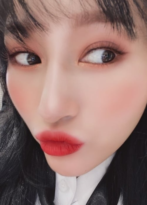 Siyeon as seen in a close up picture that was uploaded to her fan page account in December 2019
