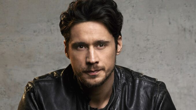 Peter Gadiot (James Valdez on Queen of the South) Bio wiki, wife, dating