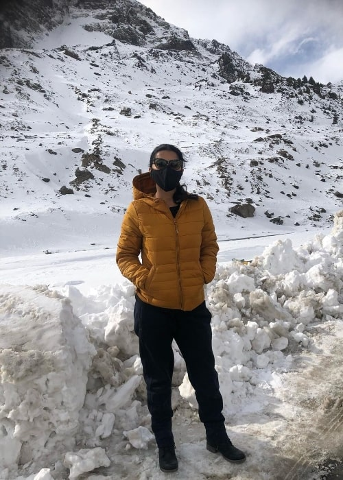 Bhumika Chawla posing for a picture while on the way to Atal Tunnel in Rohtang, Himachal Pradesh in December 2020