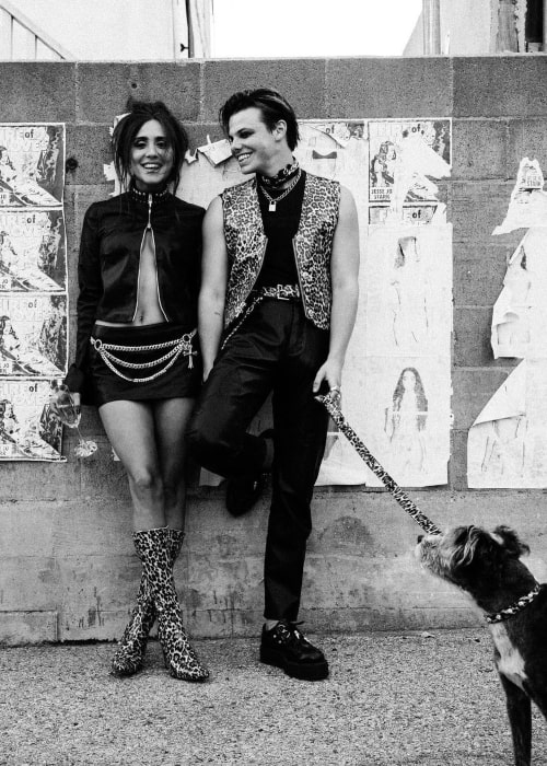 Jesse Jo Stark and her beau Yungblud in a black and white picture that was taken on the day he had announced of their relationship on Instagram in June 2021
