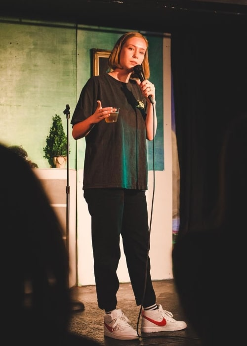 Hannah Einbinder as seen in a picture while doing a stand-up session in Funhouse Lounge in August 2018