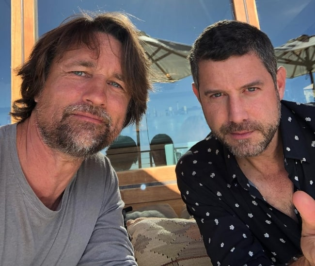 Martin Henderson (Left) in a selfie with his friend in Malibu, California in January 2019