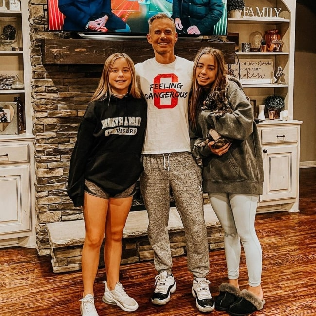 Billyvsco and his daughters Kynna Colle and Dru Perry in a picture that was taken in January 2020