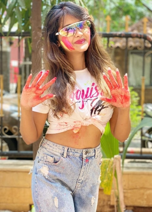 Kanchi Singh smiling for a Holi picture in March 2021