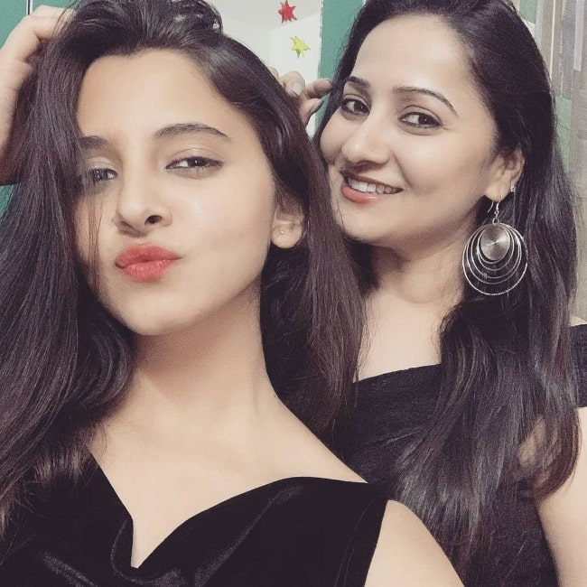 Preethi Asrani (Left) pouting in a picture alongside her sister Anju Asrani