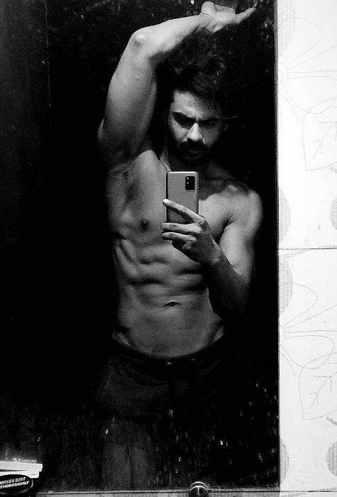 Vishal Aditya Singh as seen while taking a shirtless mirror selfie showing his stunning physique in December 2020