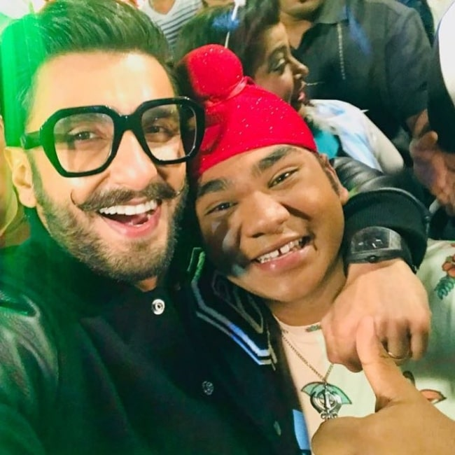 Samay Shah (Right) smiling in a picture alongside Ranveer Singh in December 2018