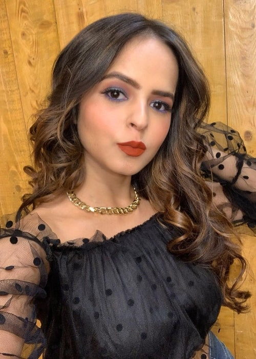 Palak Sidhwani pouting for a selfie in March 2021
