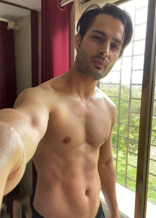 Umar Riaz as seen while showing his stunning physique in a shirtless selfie in June 2021