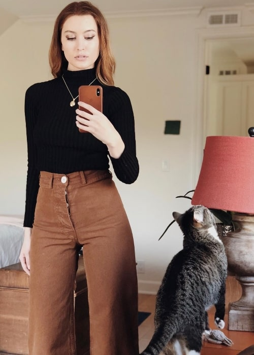 Olivia Macklin as seen while taking a mirror selfie with her cat in March 2018