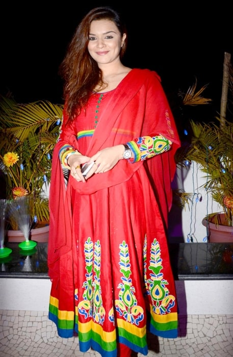 Aashka Goradia as seen at the launch of Santosh Sawant's 'Smiling Soul' in 2012