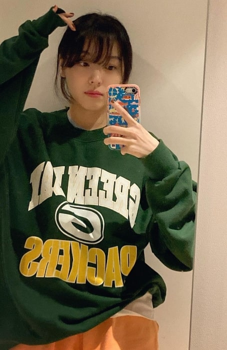 Jo Woo-ri as seen while taking a mirror selfie in May 2021